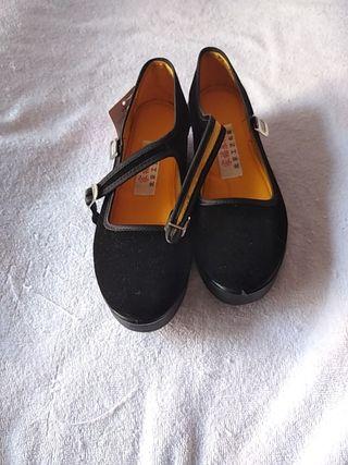 Zapatos para mujer cómodos de segunda mano en Pamplona en