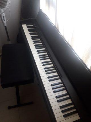 Piano Roland f140r