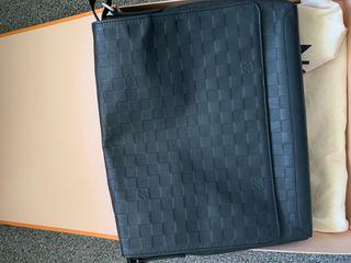 Louis Vuitton Damier Infini (MM) Messenger Bag