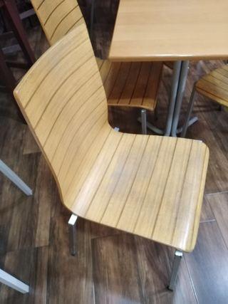 22 sillas y 6 mesas