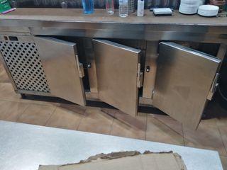 nevera bajo mostrador de 3 puertas
