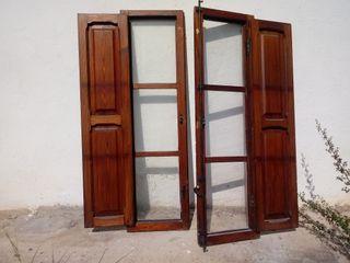 Ventanas con persianas de madera