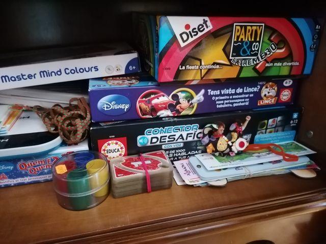 Variedad de juegos infantiles