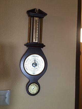 Barómetro de pared vintage.