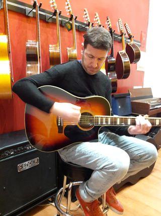 Doy clases de guitarra y musica en general. Online