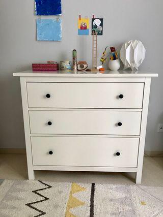 Cómoda IKEA HEMNES blanca