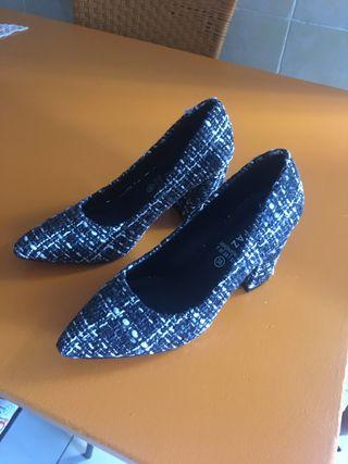 Zapatos tipo Rodier nuevos sin estrenar.
