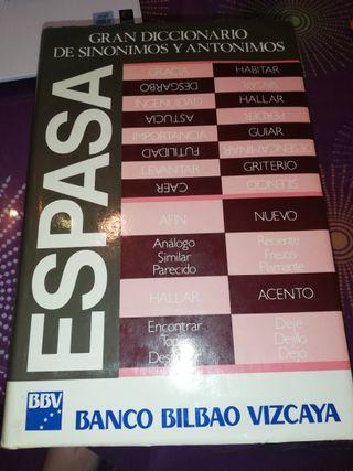 Gran diccionario de sinónimos y antónimos.
