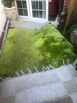 Bonita alfombra verde shagy. Extra suave.