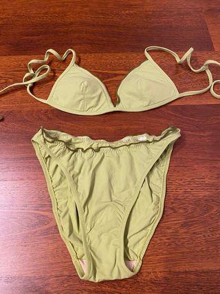4 bikinis