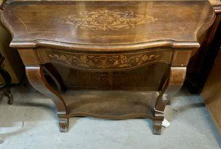Antiguo mueble de recibidor