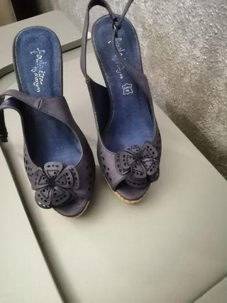 sandalia de tacon azul