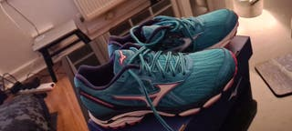Size 4 Mizuno Wave Inspire 14 running shoes