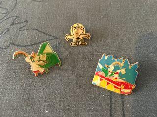 Pins Curro (Piano y coche) y Cobi