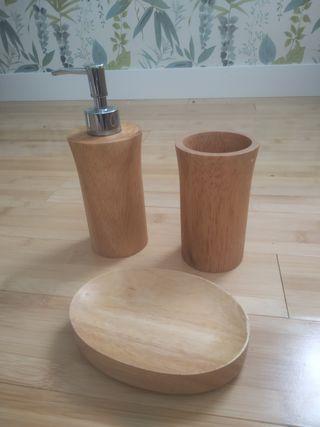Accesorios de baño en Bamboo.