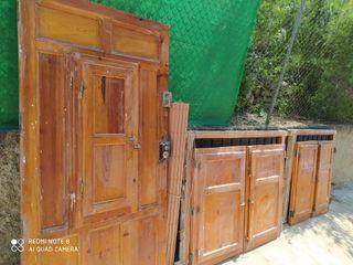 puerta y ventana de madera
