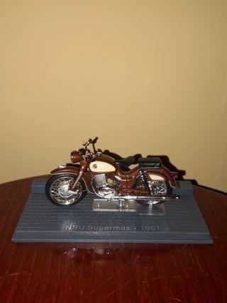 Maqueta moto vintage NSU Supermax 1961.