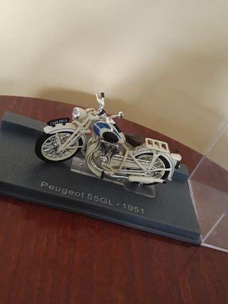 Moto de maqueta Peugeot 55GL 1951.