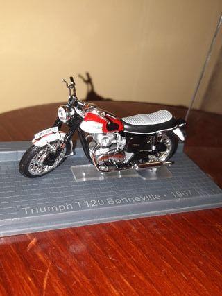 Maqueta de moto Triumph T120 Bonneville 1967
