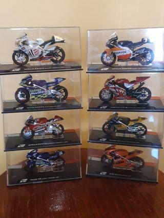 Pequeña colección de maquetas de motos de carreras