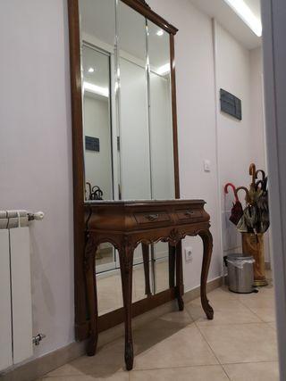Recibidor de madera maciza con encimera de mármol
