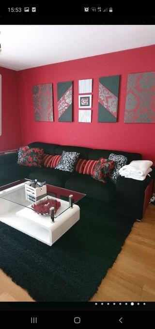 Sofá con mesa de centro