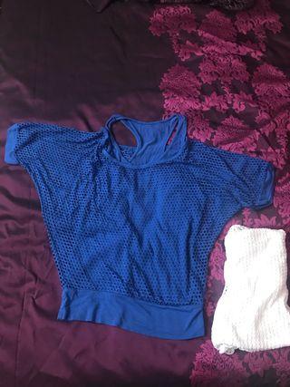 Camiseta doble azul y tambien en blanco