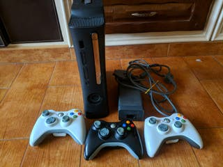 Xbox 360 (ENVÍO) + 5 juegos exclusivos + 3 mandos