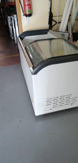 Congelador con puerta de cristal