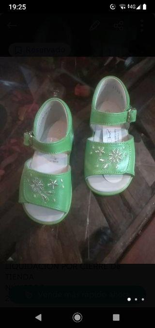 Sandalias verdes de piel