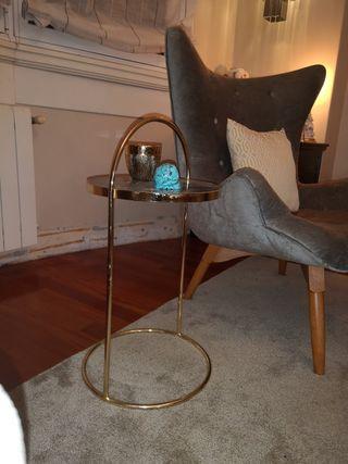 mesa metal dorado, dorada, auxiliar mesita
