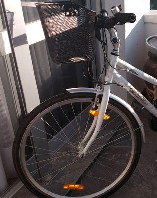 Bicicleta montaña-ciudad femenina