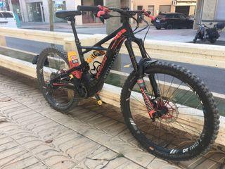 Bicicleta ebike specialized kenevo 2019