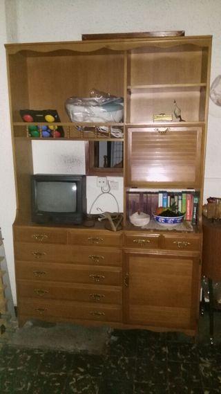 Conjunto de muebles antiguos.