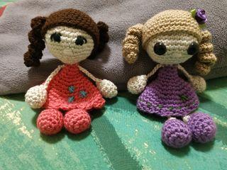muñequita de crochet, hecha a mano.