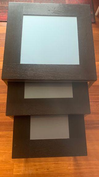 Conjunto de mesas escalonadas madera.