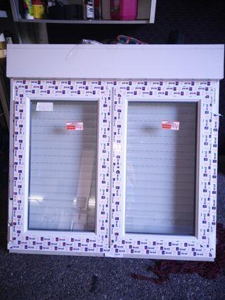 Ventana Pvc blanca oscilo batiente con persiana.