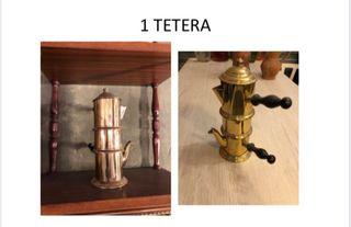 Tetera antigua de metal