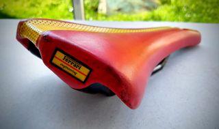"Sillín Novus ""Ferrari"" carbono 1995"