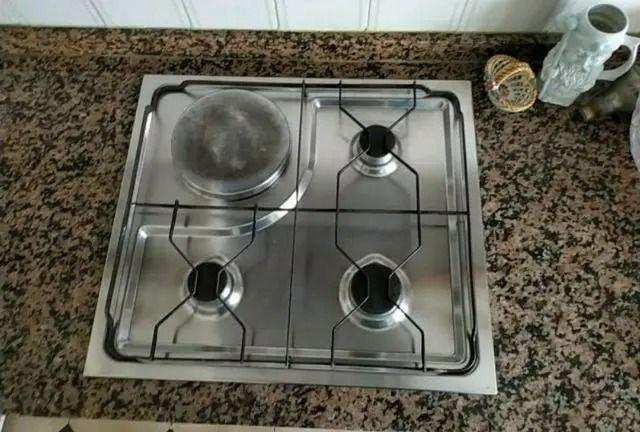 COCINA DE GAS CON HORNO ELÉCTRICO. FRIGORÍFICO