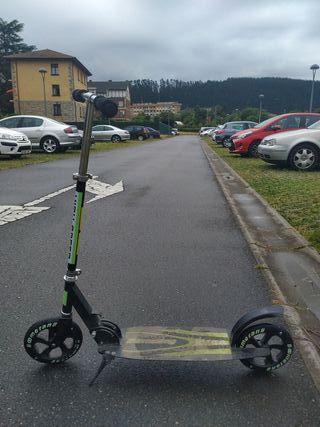 Patinete de ruedas grandes