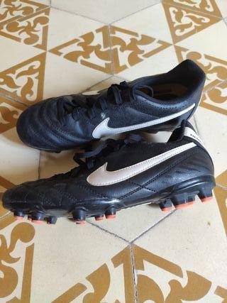 Zapatillas fútbol de tacos Nike t.35