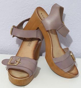 Sandalias color lila número 41
