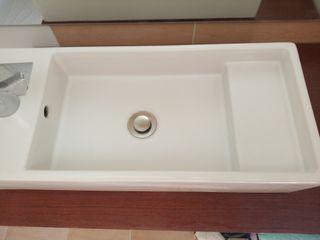 Lavabo, grifo y tabla