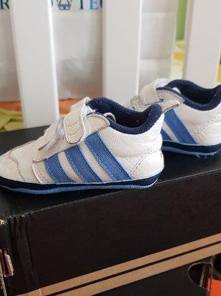 Zapatilla deportiva de bebé
