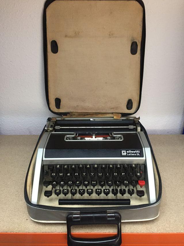 Antigua Maquina de escribir Olivetti Lettera DL
