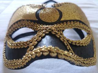 Máscara veneciana dorada
