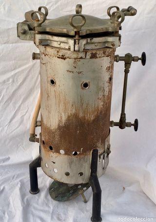 Autoclave esterilizador antiguo