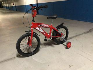 Bicicleta de niño con ruedines