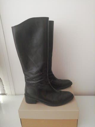 botas altas negras de piel